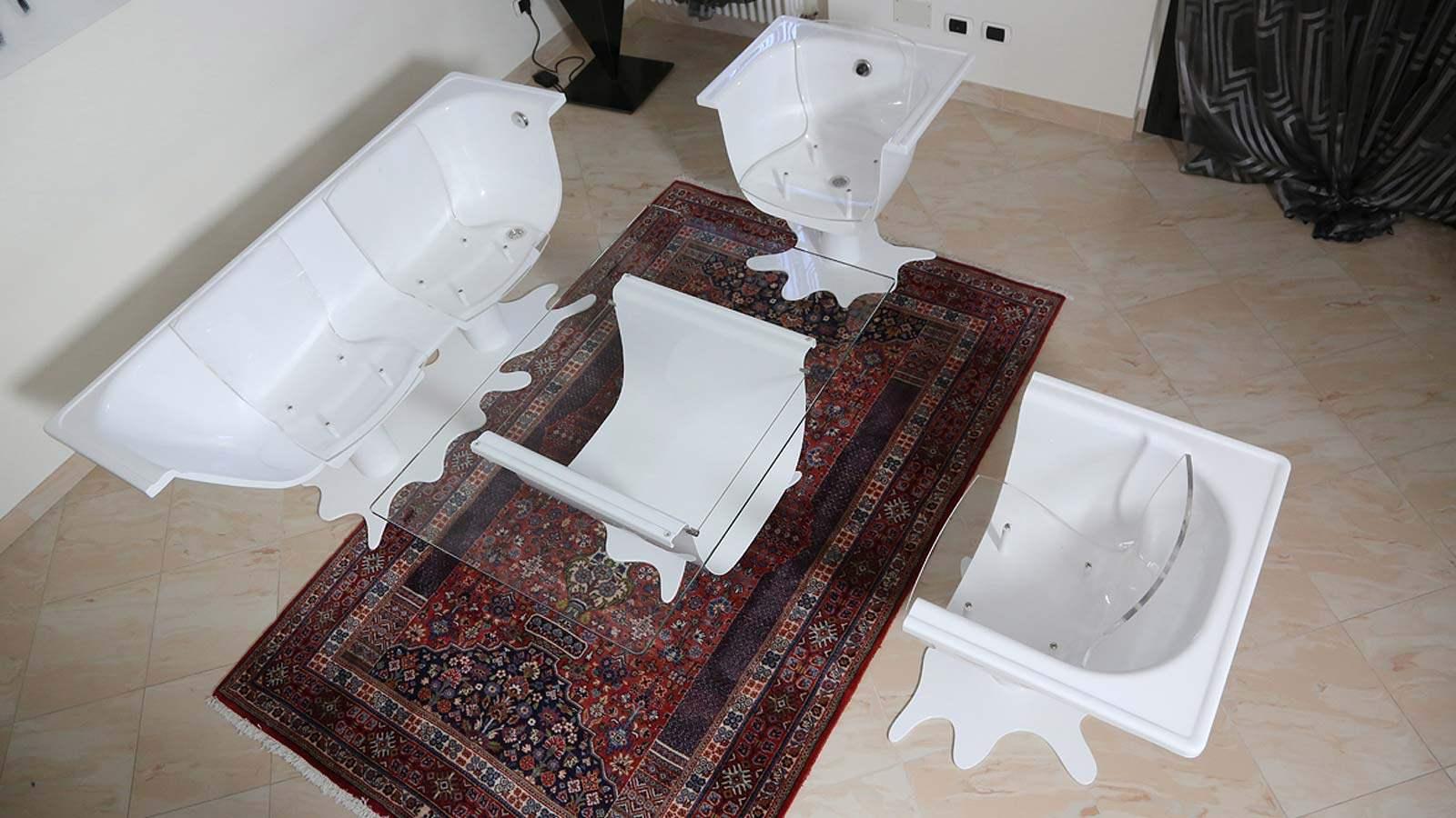 Oggetti strani per la casa una vasca da bagno in salotto for Oggetti casa strani